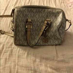 micheal kors cross body bag